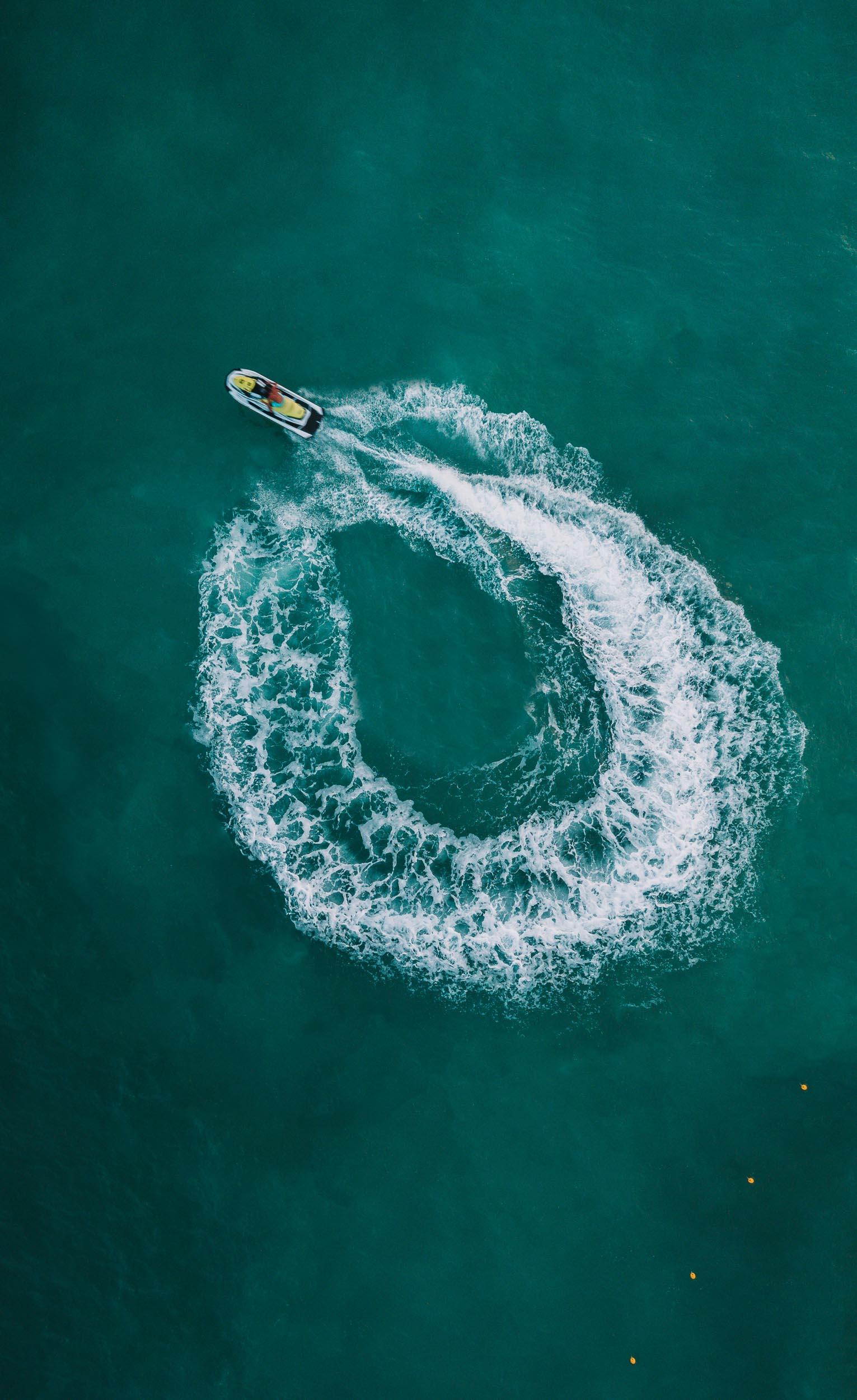 drone-palavaslesflots-jetski-gui2raw-voyage