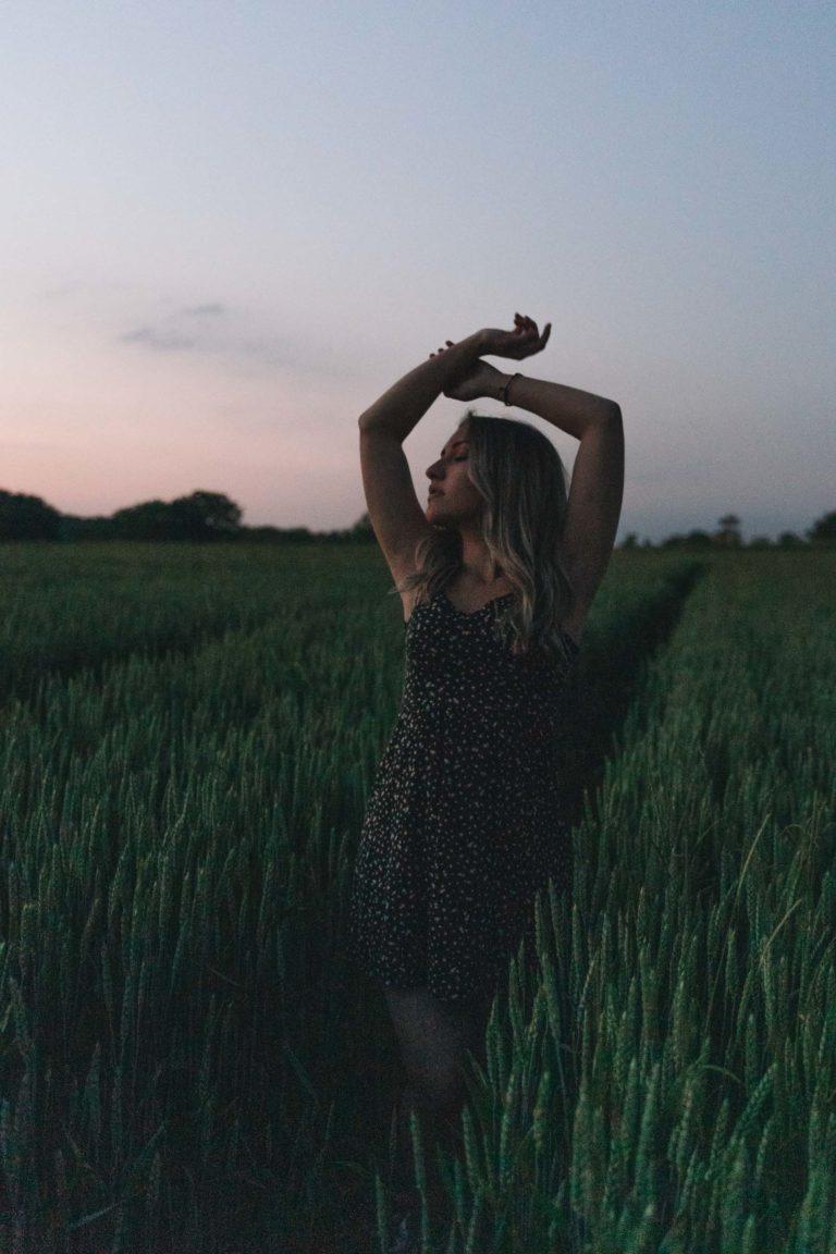 portrait-photographe-besançon-photo-femme-coquelicots
